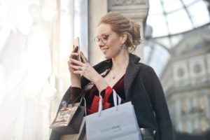 Woman shopping retail and texting.