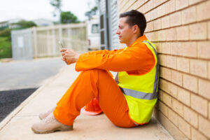 Electrician using business texting solution